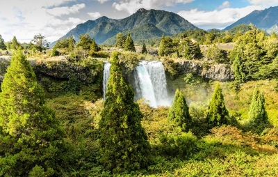 wps-1000-999 tap 2540x4000 kalnai gory dangus nebo medziai derevija vodopad krioklys